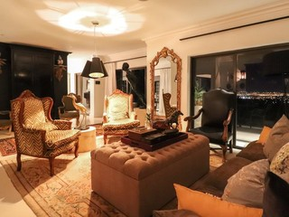 Daring & Luxurious Lounge with Cape Town back drop